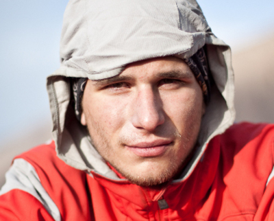 Z wykształcenia inżynier oprogramowania. Najmłodszy uczestnik wyprawy. Wspinał się w Tatrach, Alpach, na Kaukazie, w Pamirze oraz w Małym Pamirze. - Tomasz_Rojek